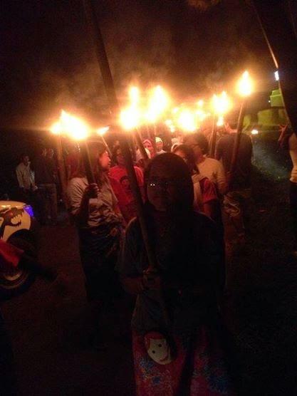 Ratusan petani Batang mengarak Obor keliling desa