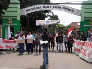 Aksi ISD di depan Kampus Untirta - Serang